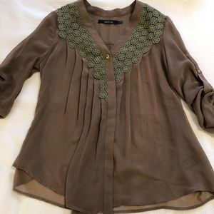 ARK AND CO - Brown one button blouse with lace